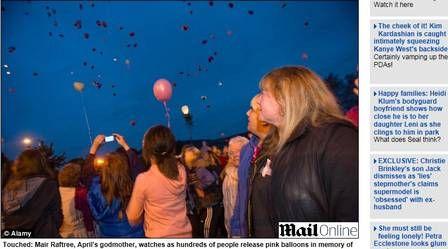 Moradores soltam balões cor de rosa em homenagem à criança