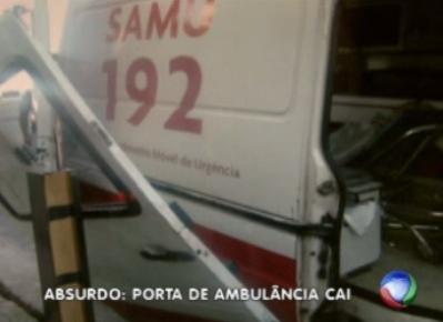 Porta de ambulância do Samu cai durante atendimento a idosa
