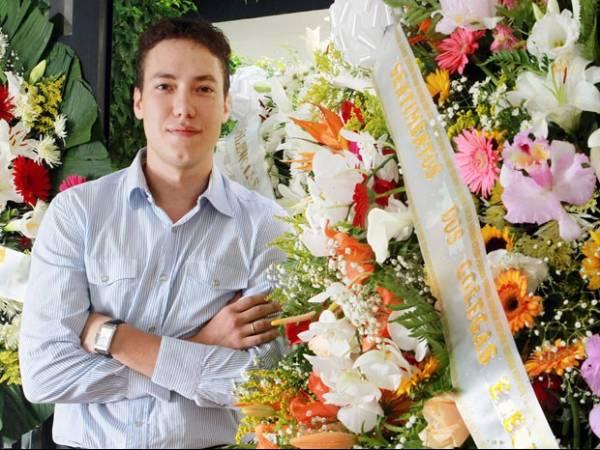 Jovem lucra com site de coroas fúnebres lucra R$ 1,5 milhão