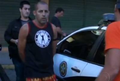 Lutador agride a ex em posto de gasolina e é preso