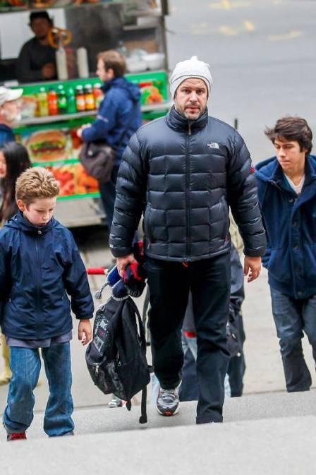 Murilo Benício almoça com a família em NY após susto com furacão Sandy