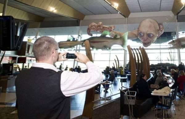 Escultura gigante de Gollum é atração em aeroporto neozelandês