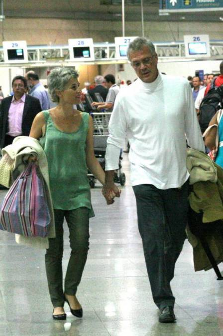Pedro Bial embarca para férias com a namorada em NY e depois Europa