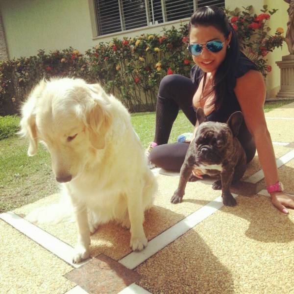 Prontas para o treino, Viviane Araújo e Gracyanne Barbosa posam para fotos