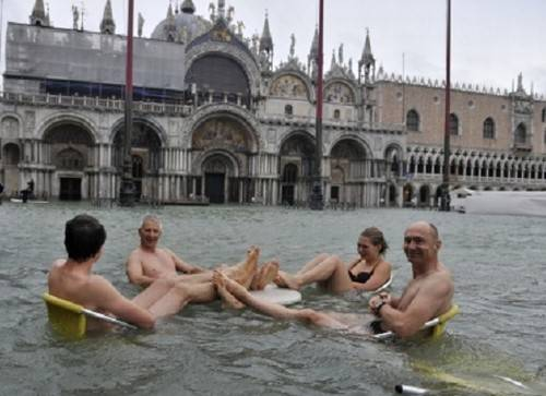 Turistas curtem