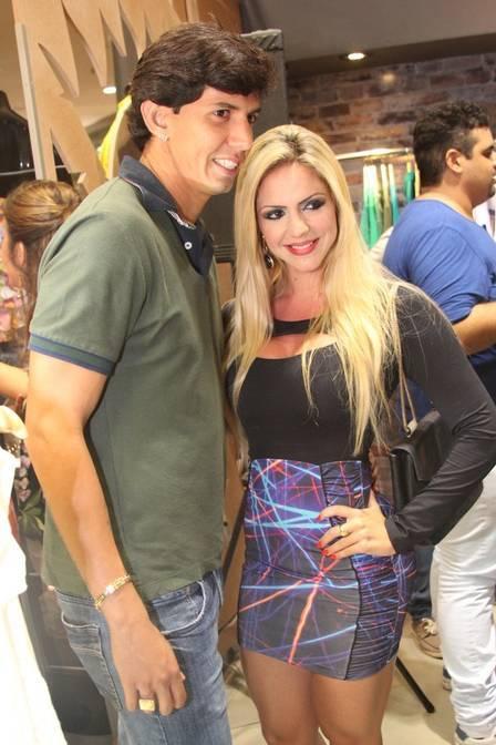 Nicole Bahls alfineta namorada de Victor Ramos: ?Só quer fama?