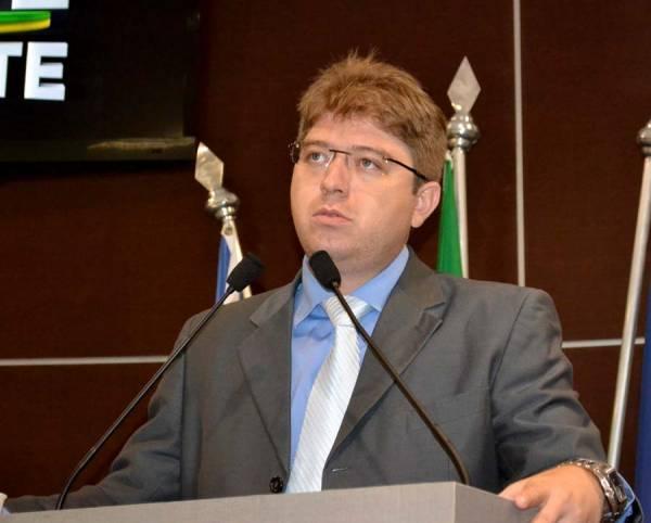 Câmara cobra sanção de Dilma e condena postura de Sérgio Cabral