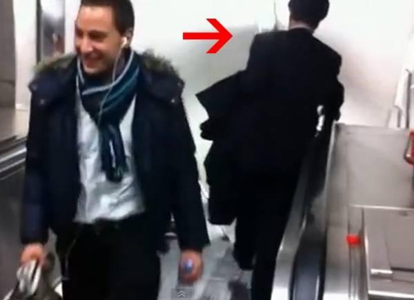 Bêbado tenta descer escada rolante ao contrário em Londres