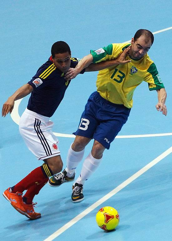 Brasil vence Colômbia e pega a Espanha na final do Mundial de futsal