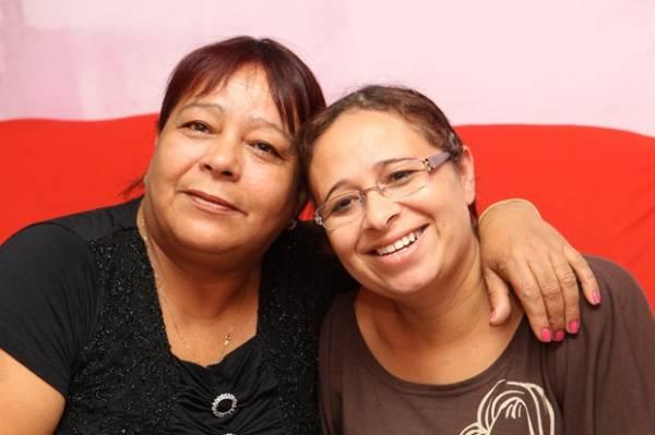 Mãe reencontra filha levada pelo pai há 32 anos com ajuda de rede social