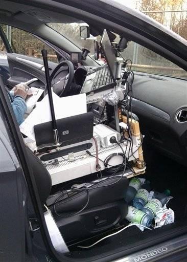 Motorista parado pela polícia tinha escritório dentro do carro