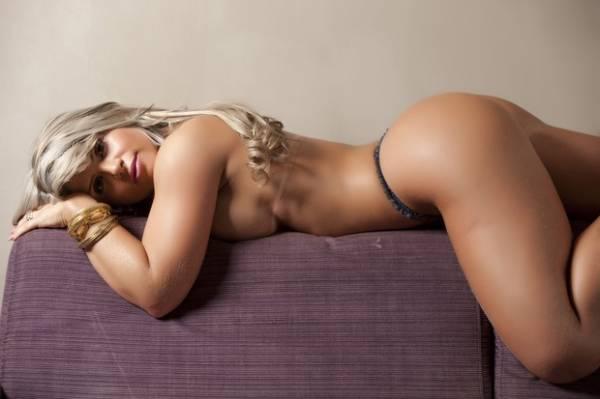 Candidata do Pará no Miss Bumbum faz topless em ensaio