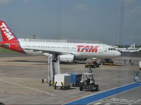 Pneu de avião fura e interdita pista de aeroporto em Campo Grande