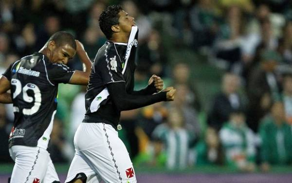 No 1º jogo, novo Romário do Vasco mostra que tem estrela