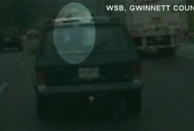 Americano é preso ao dirigir com namorada no capô a 136km/h