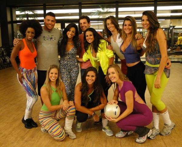 Depois de dançar com bailarinas, Ronaldo se vinga e faz desafio