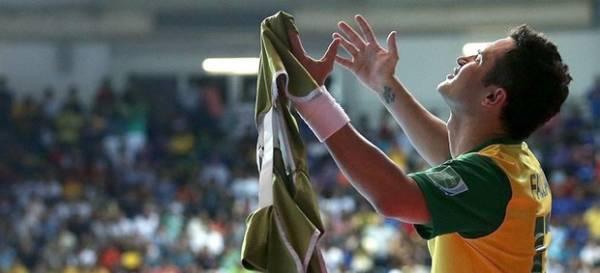 Falcão se despede dos Mundiais com gol na final e título: