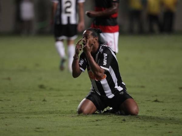 Fluminense descarta interesse em Ronaldinho: