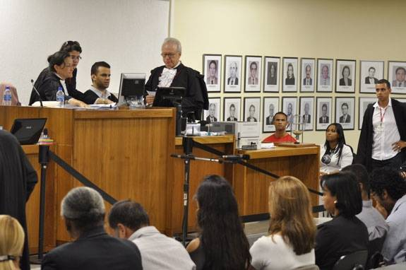 Agora é a vez de Bruno pedir afastamento de seus advogados; defesa de Bola é multada