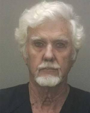 Dono pega 3 anos de cadeia após seu cão atacar gato nos EUA