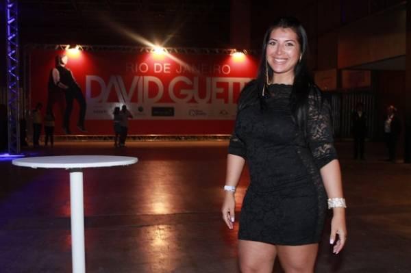Priscila Pires deixa filho com a babá pela 1ª vez para ir a show