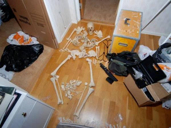 Sueca é acusada de utilizar ossos humanos em práticas sexuais