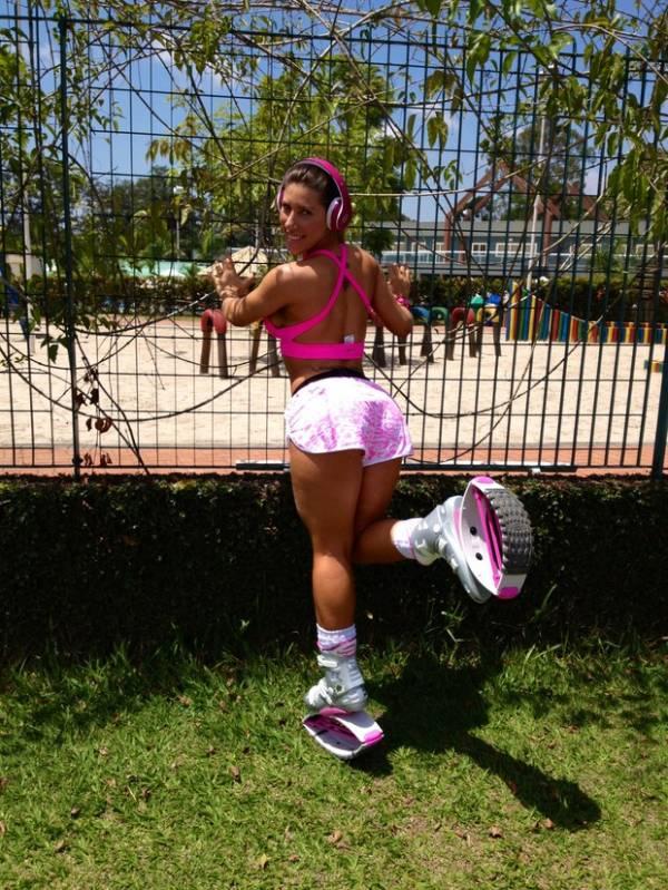 Tati Minerato usa tênis especial e look Barbie para se exercitar no feriadão