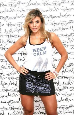 Ex-BBB Fabiana Teixeira posa para campanha de moda