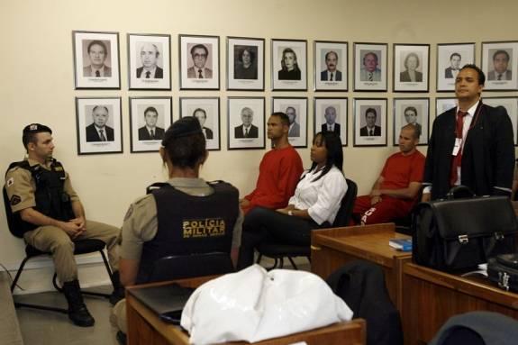 Julgamento de Bruno pode até ser anulado hoje se comprovado uso de celular no Júri