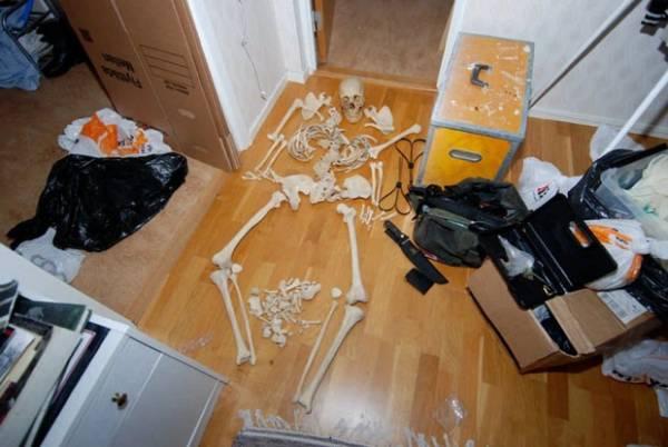 Sueca é acusada de manter crânios e ossos humanos para fins sexuais