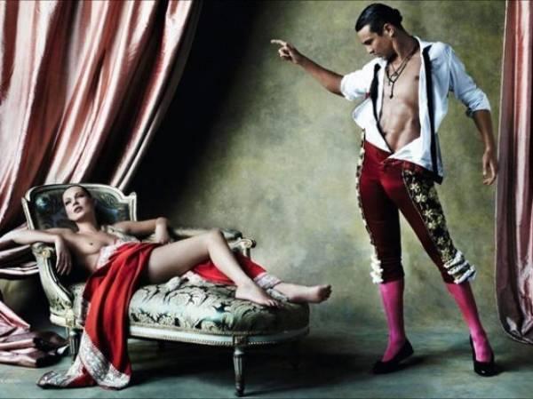 De topless, Kate Moss faz ensaio para Vogue Espanha