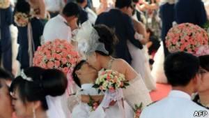Empresa chinesa dá bônus a quem namorar colega de trabalho