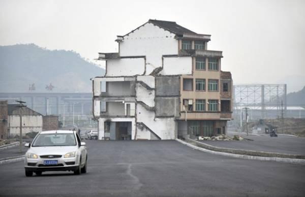 Idosos recusam demolição e prédio acaba