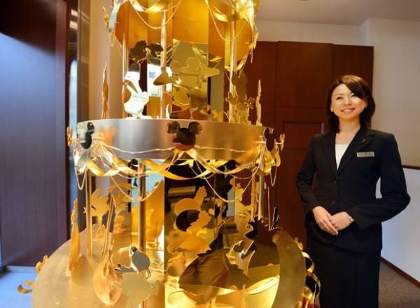 Tóquio exibe árvore de Natal em ouro puro que custa R$ 8,8 milhões