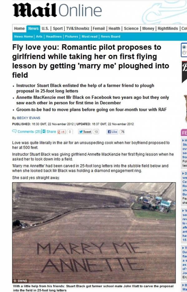 Piloto pede noiva em casamento com mensagem gigante em campo