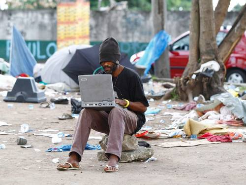 Usuários de crack cobram R$ 1 de novatos por aula de cachimbo