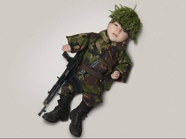 Em ensaio, fotógrafo imagina a futura profissão do filho