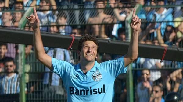 Grêmio faz quatro no Figueirense e se mantém na 2ª posição
