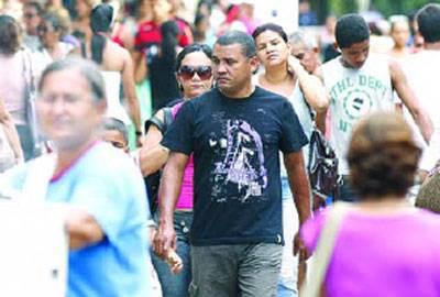 13º salário põe ao menos R$ 130 bi na economia brasileira em 2012