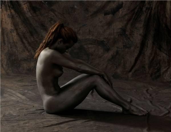 Candidata ao Miss Bumbum posa pintada e completamente nua