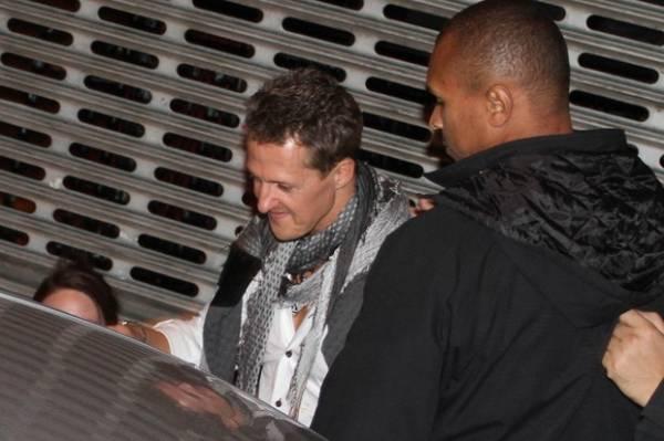 Michael Schumacher se joga na pista de dança em boate paulista