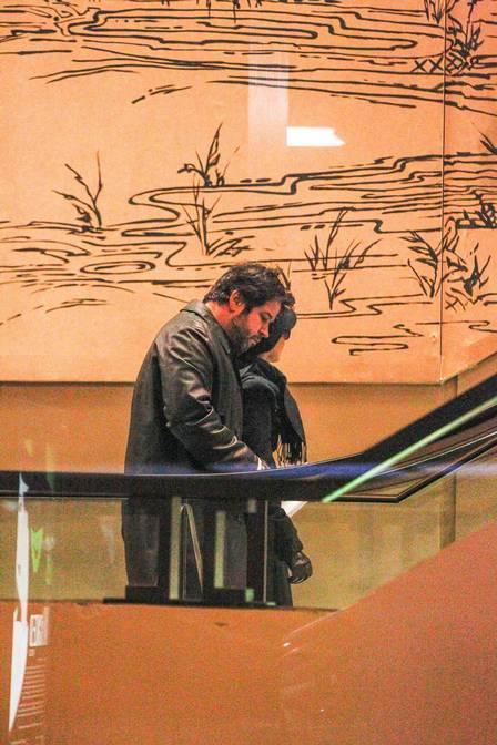 Murilo Benício e Débora Falabella vão a musical em Nova York de metrô