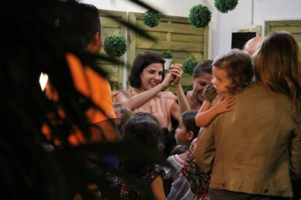 Famosos vão a aniversário de filha de Marcelo Serrado