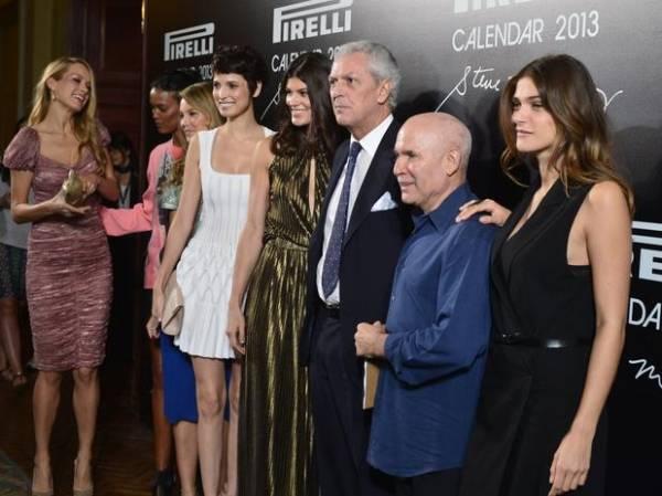Modelos conferem lançamento do calendário Pirelli no Rio