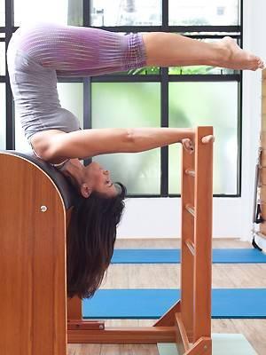Ex-Tiazinha, Suzana Alves mostra que está em forma