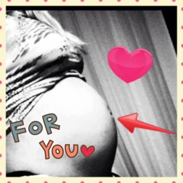 Gravidíssima, Sheila Mello posta foto do barrigão de seis meses