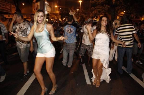 Novata no samba, Karen Kounruzan nega climão  com Suzana Pires
