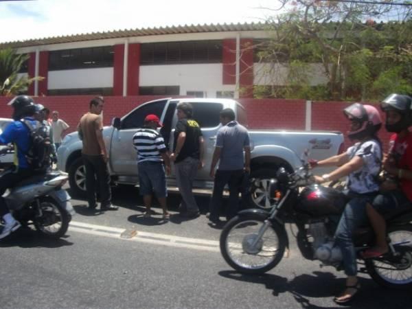 Estudante sofre acidente na Av São Sebastião e perde prova do ENEM