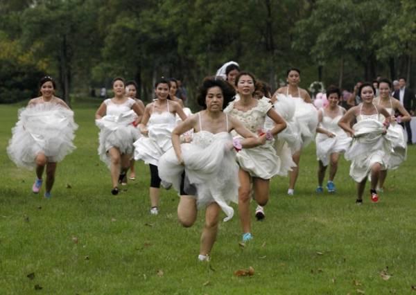 Noivas disputam prêmio de R$ 39,6 mil em corrida na Tailândia