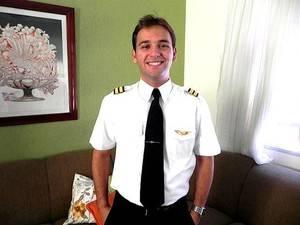 Piloto pede socorro antes de avião bater em montanha e cair